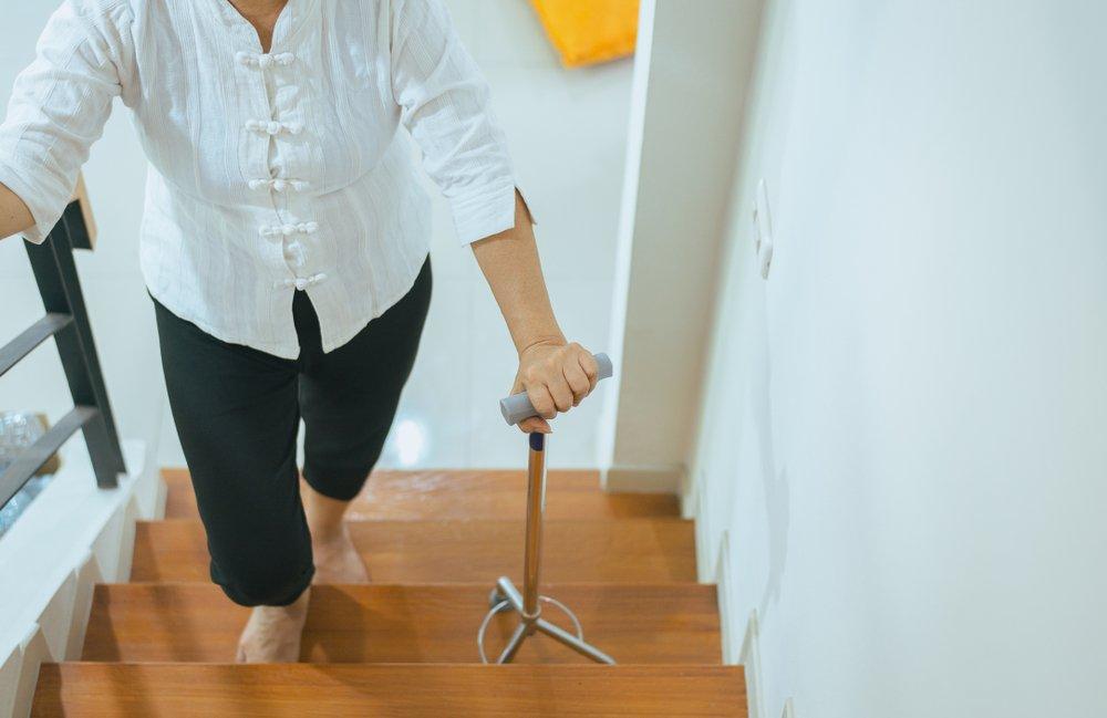 Как использовать палку для ходьбы?