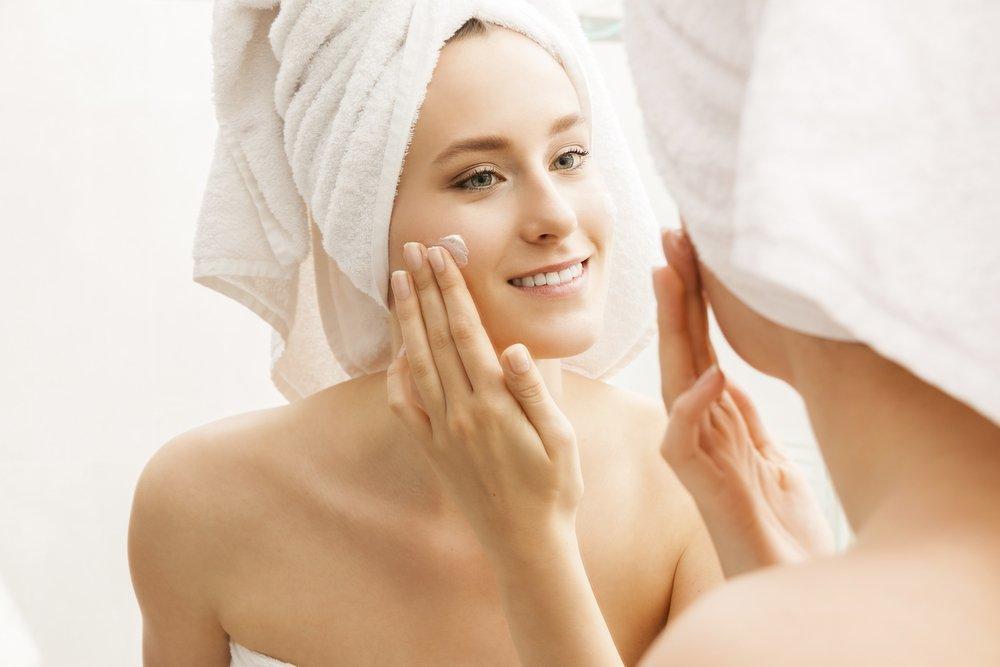 Четвертый шаг — эмульсия и крем для увлажнения кожи