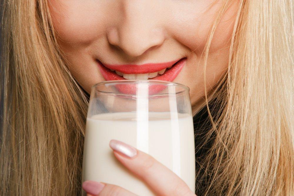 Употребление коровьего молока благотворно влияет на лактацию