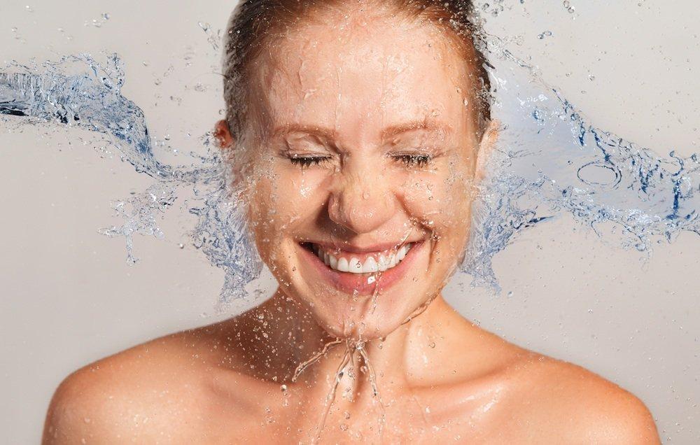 Красота лица с цветочной водой