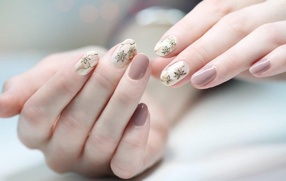 влият ли на здоровье ногтей накладные ногти