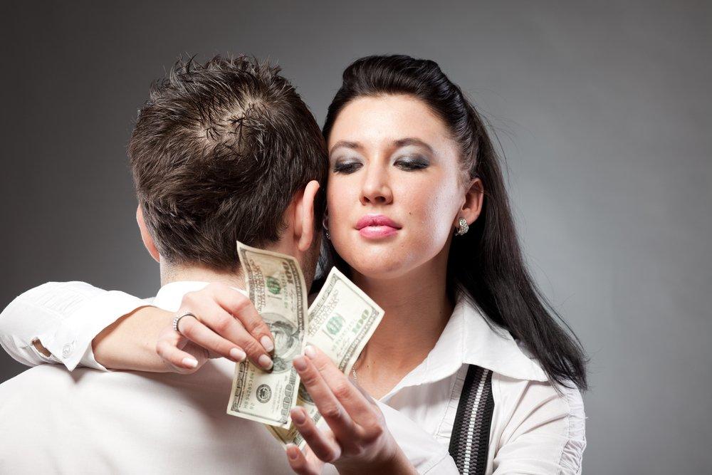 Любовь или деньги: негативные стороны женской расчетливости