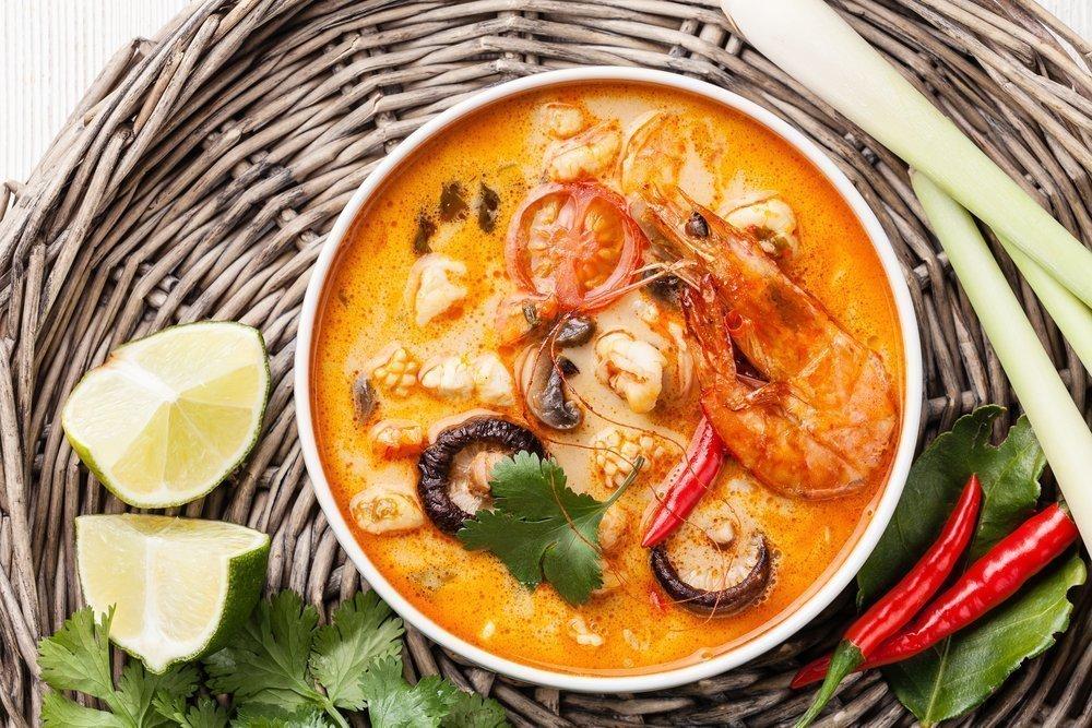 Суп с морепродуктами и плавленым сыром