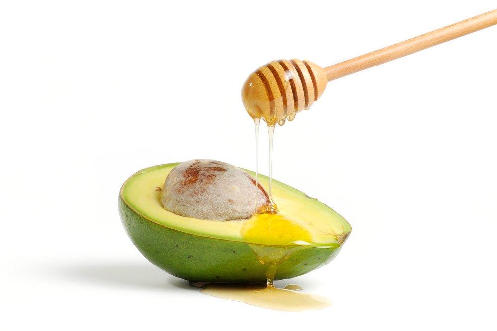 Мед и авокадо для устранения шелушений на лице