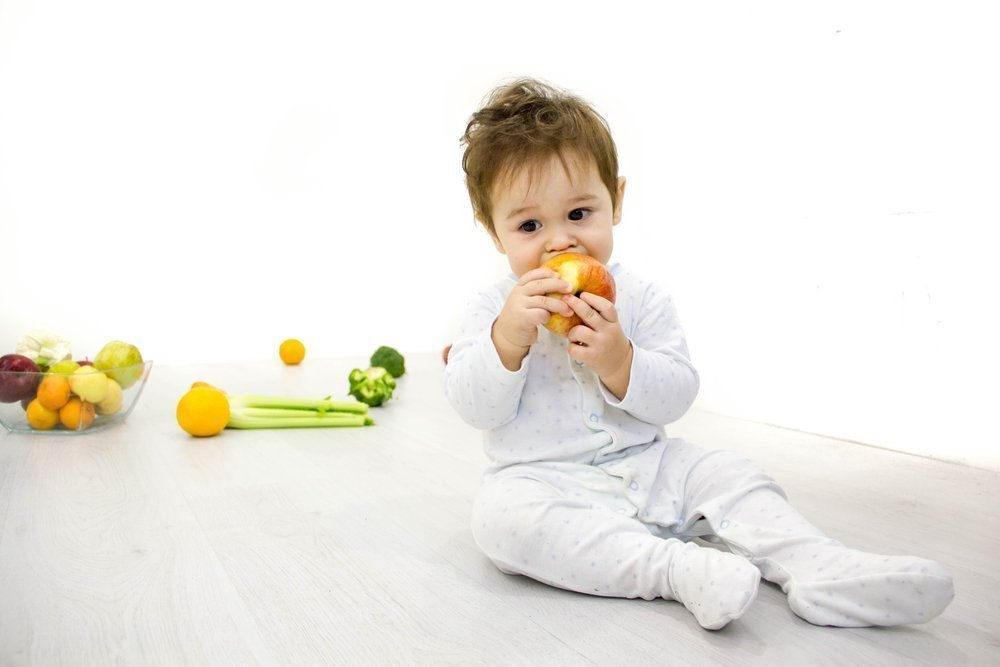 Уход за малышами: питание, режим и лечение