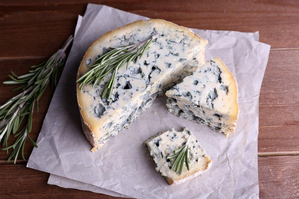 Сыр с плесенью — находка для гурмана?