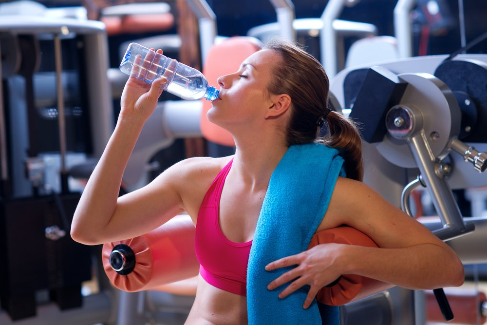 Питье до и после фитнес-упражнений