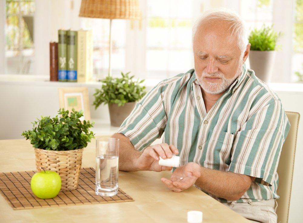 Прием таблеток лицами пожилого возраста