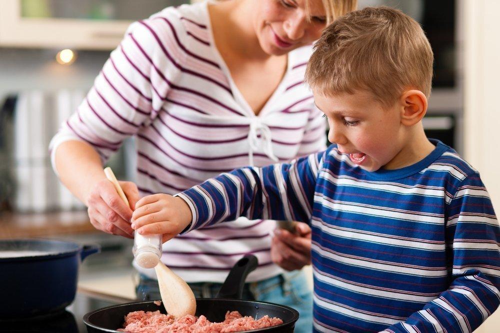 Ребенок на кухне: избавляемся от страхов и отговорок