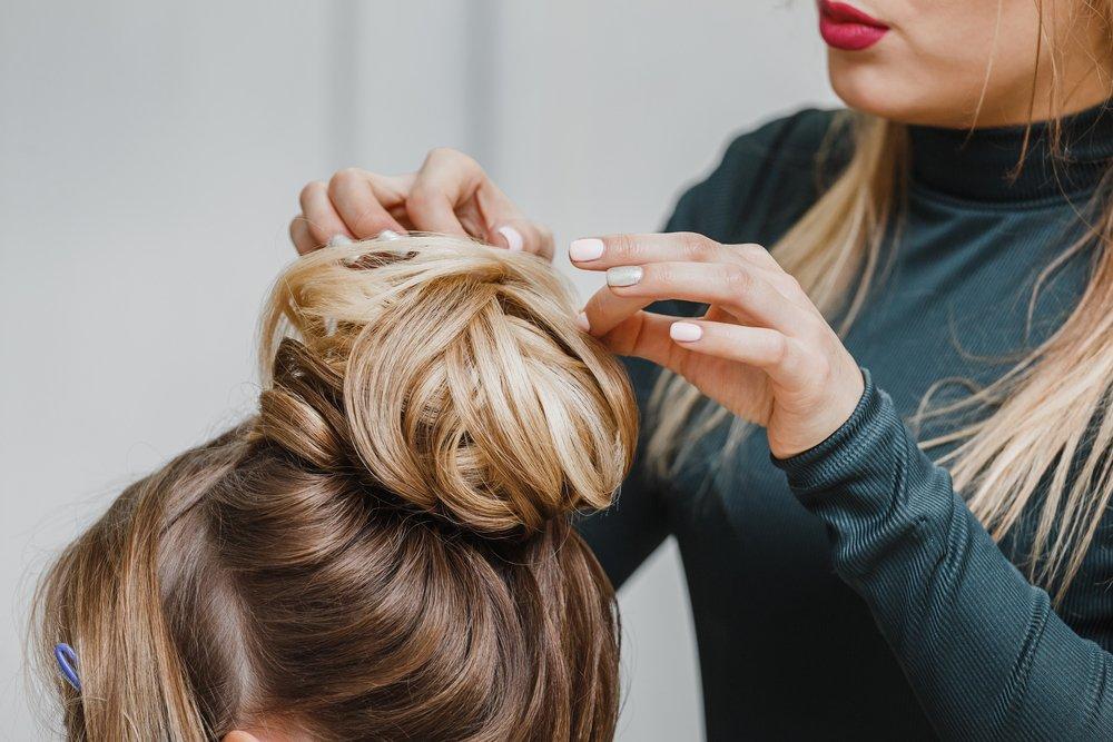 Воздушный пучок из волос