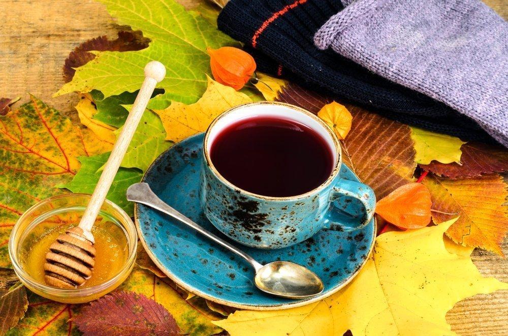 горячий чай помогает от горла