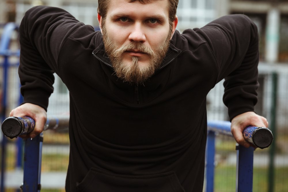 Фитнес на брусьях: правильная техника отжиманий