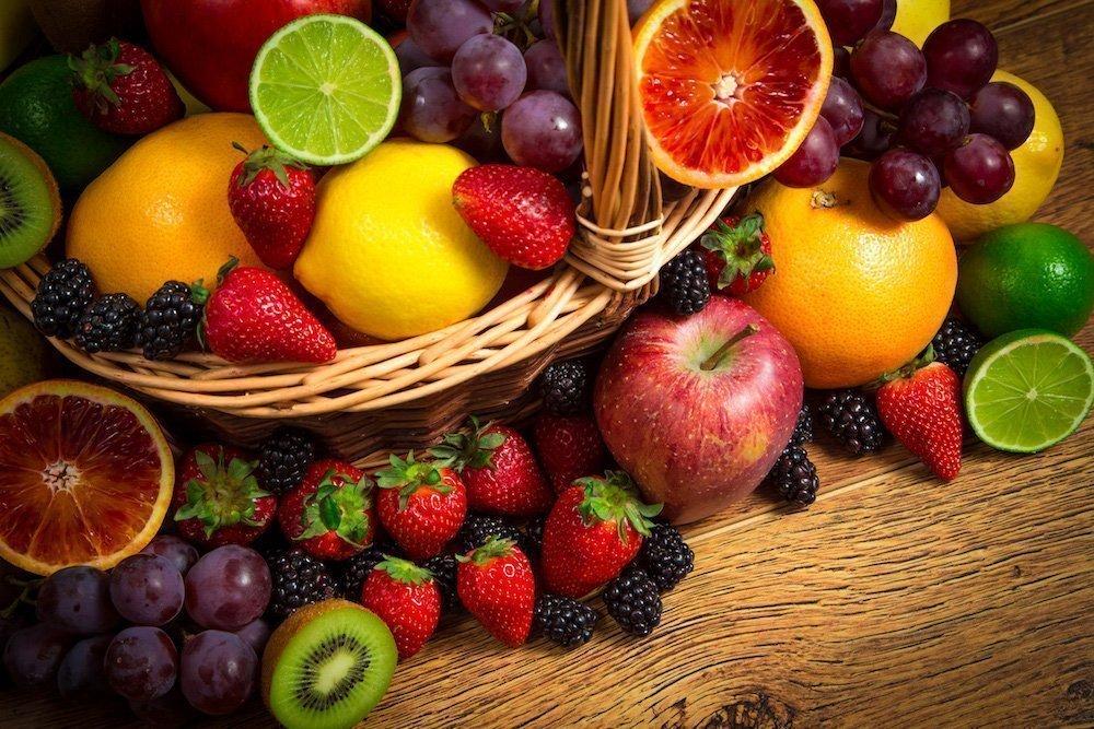 Основное блюдо и фрукты