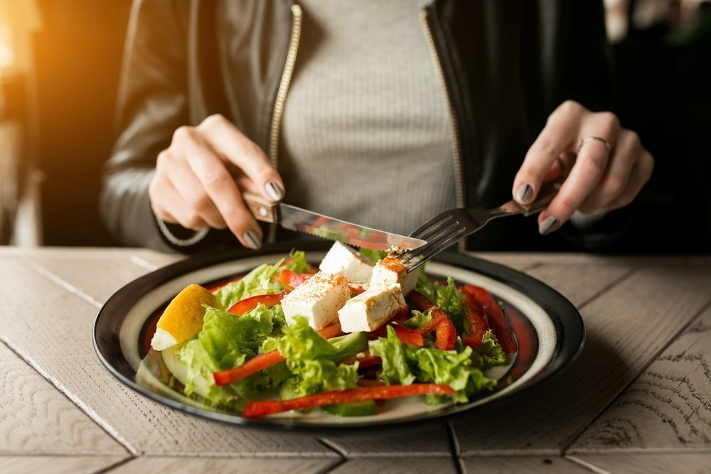 Вы едите медленно, наслаждаясь каждым кусочком