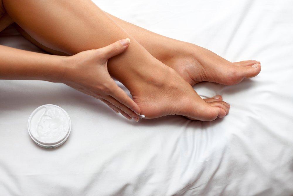 Как бороться с потливостью кожи ног?