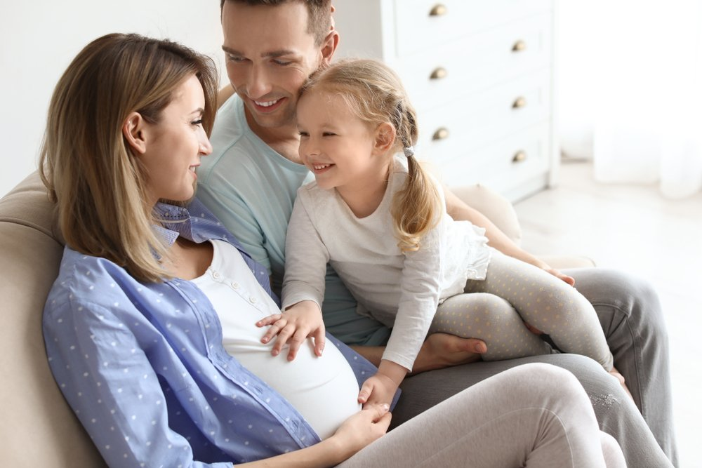 Можно ли гладить свой живот во время беременности?