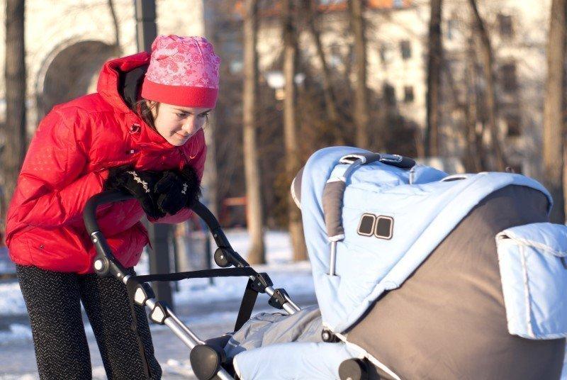 Особенности выбора коляски для ребенка в конце зимы