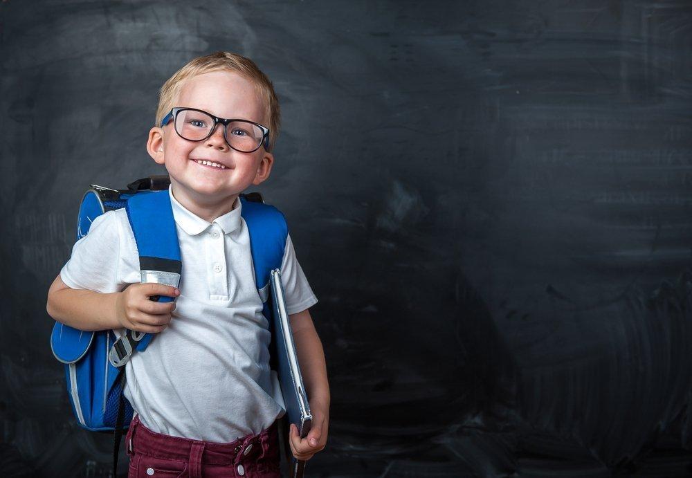 Ребенок носит очки