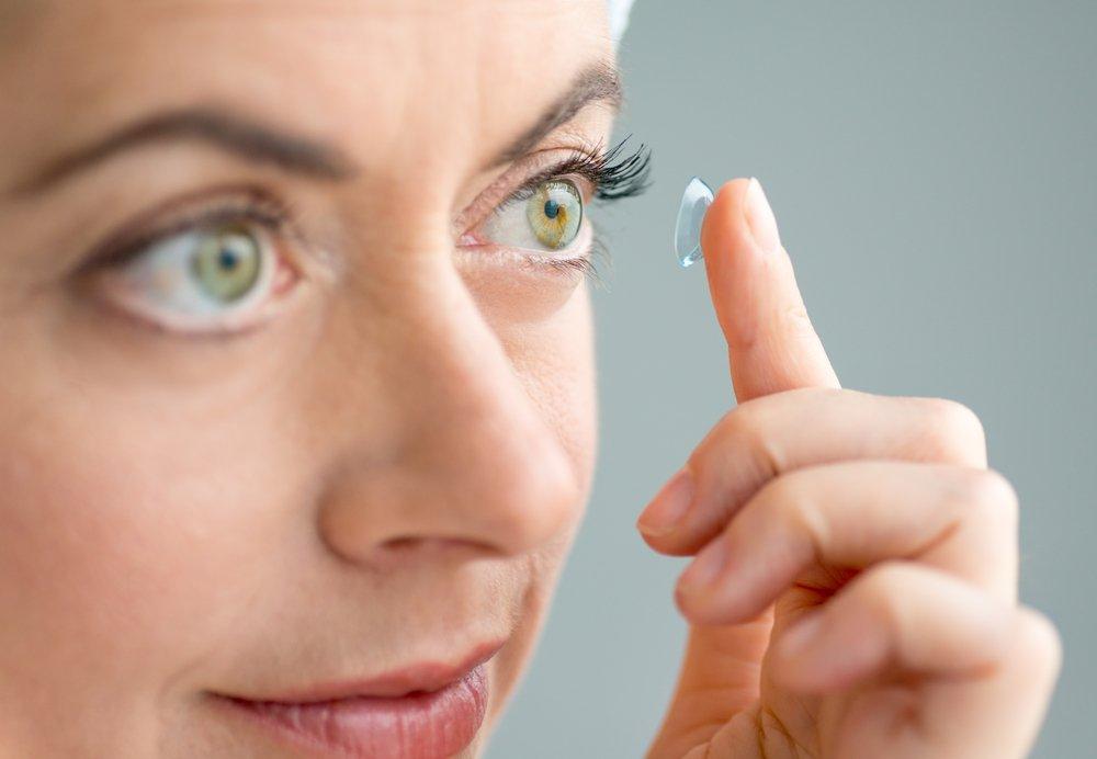 Как проявляется аллергия на контактные линзы?