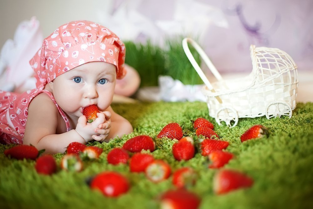 Сроки введения в рацион ягод и фруктов