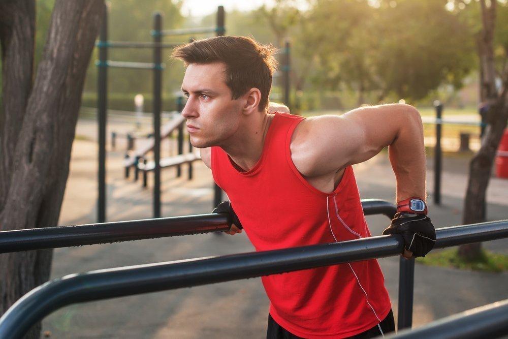 Фитнес-тренировки с гантелями и подручными спортивными снарядами