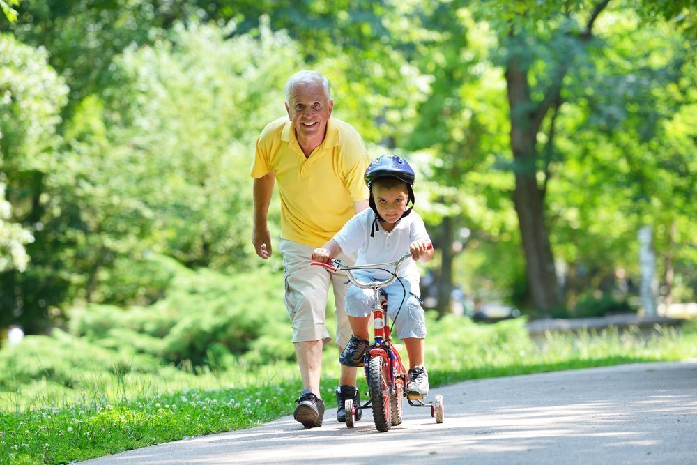 Статус бабушки и дедушки: в чем плюсы?