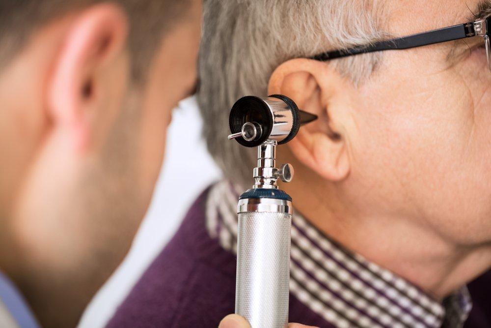 Заложенность и шум в ухе: причины