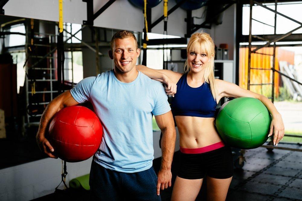 Спорт, реабилитация и фитнес с набивным мячом