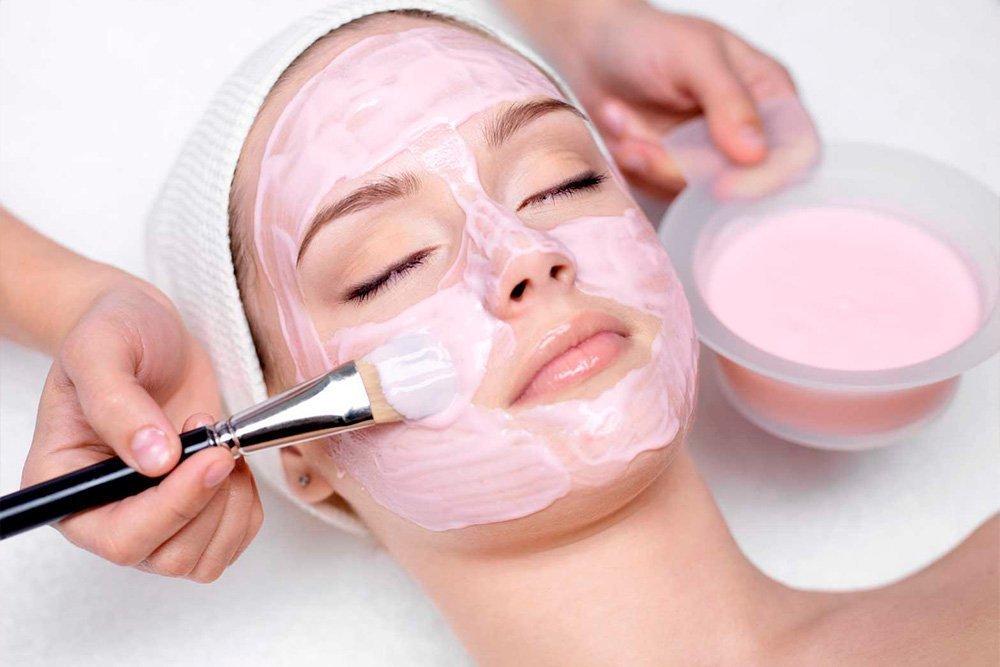 Как применять маски для лица из розовой глины