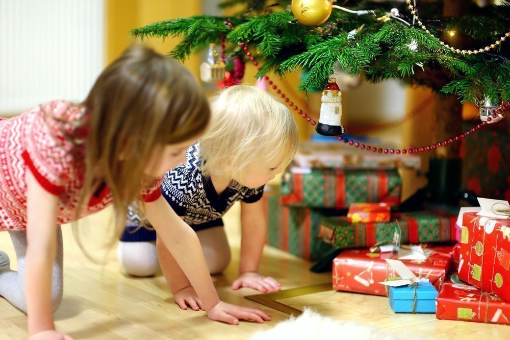 Что родители могут подарить малышам