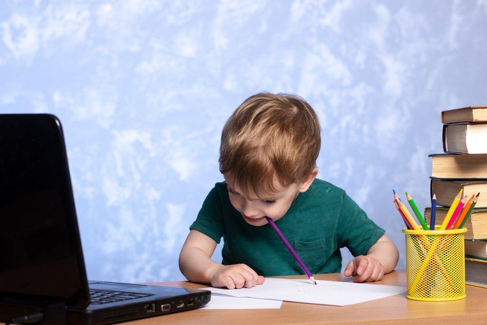 Не тяни в рот: покусывание карандашей, ручек и ногтей