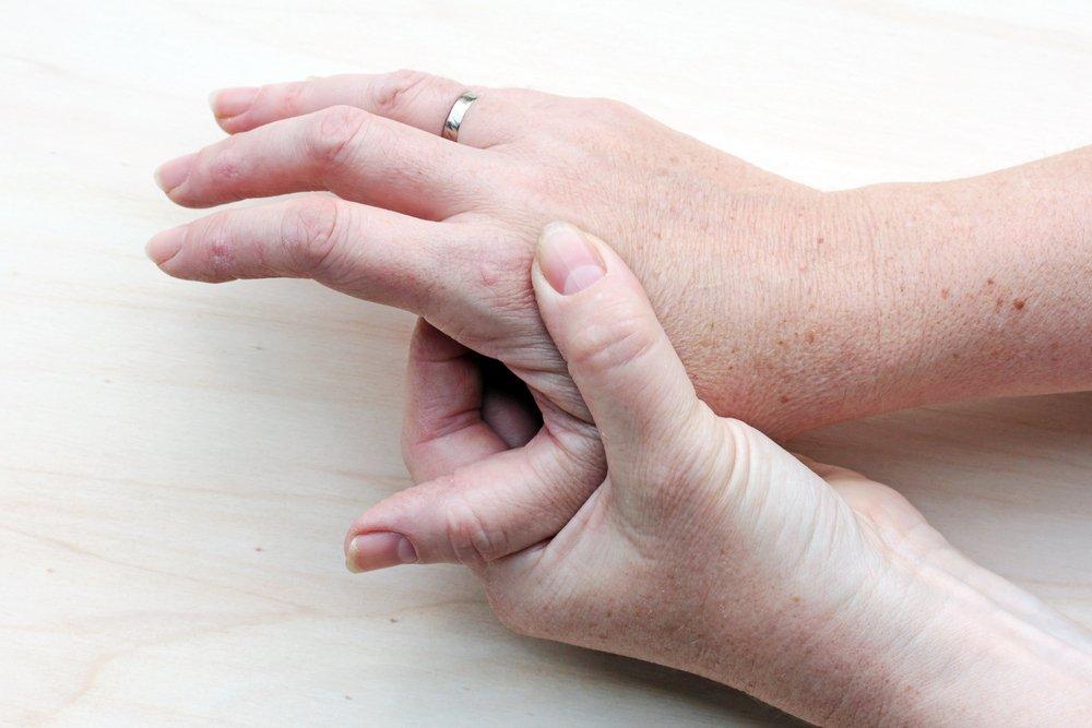 Цвет ногтей: влияние травмы