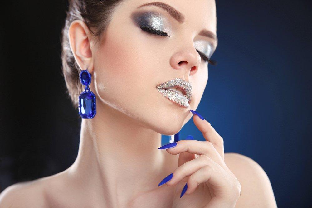 Светлое серебро: для девушек со смуглой кожей