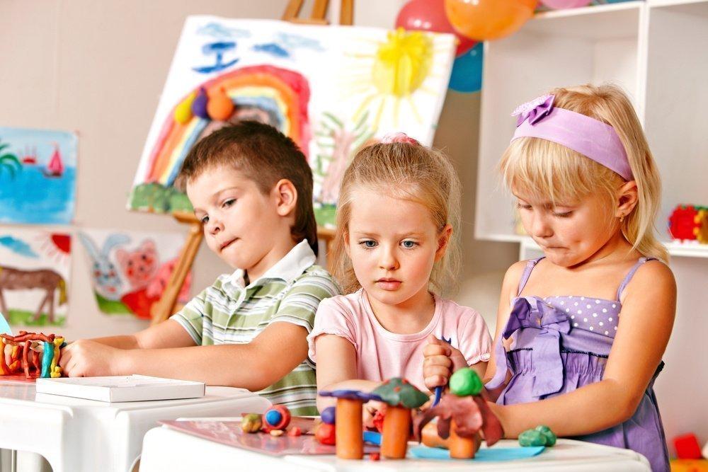 Плюсы и минусы воспитания детей в коллективе
