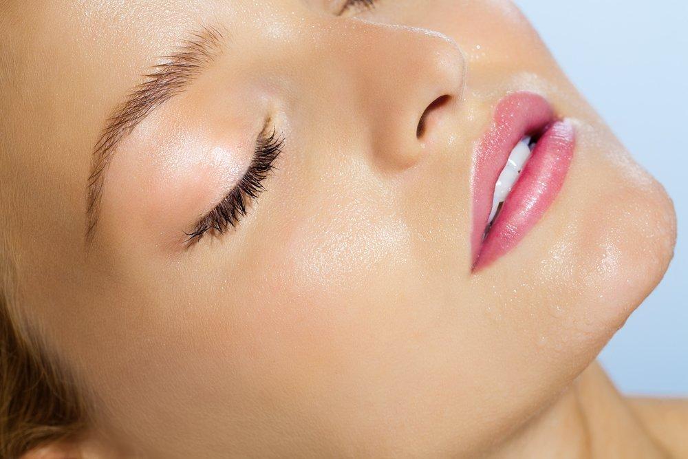 Помада для тонких губ: выбираем косметику
