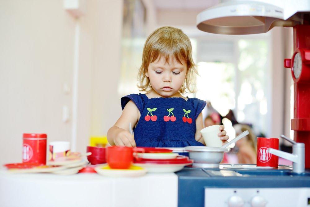 Игрушечная посуда как обучающий материал
