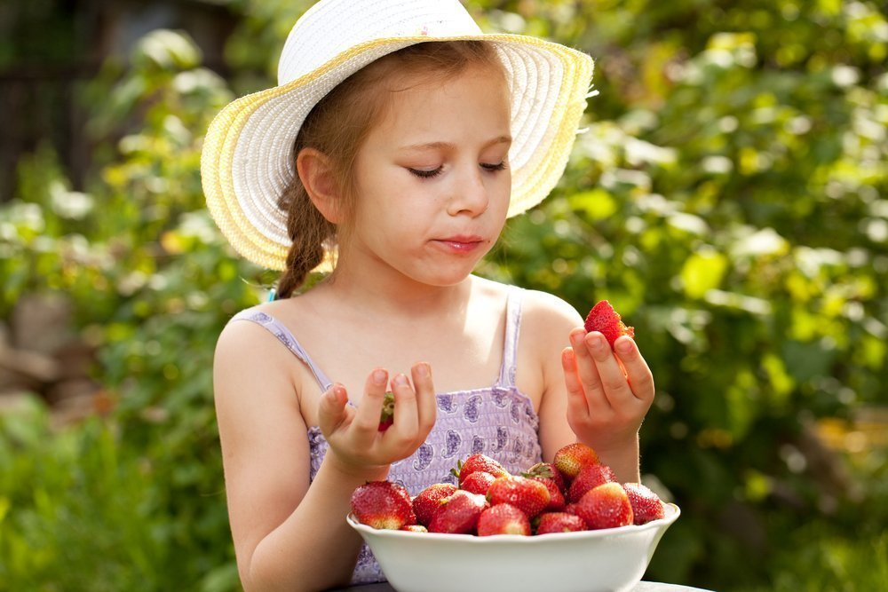 Клубника в рационе питания малыша: польза ягоды для здоровья