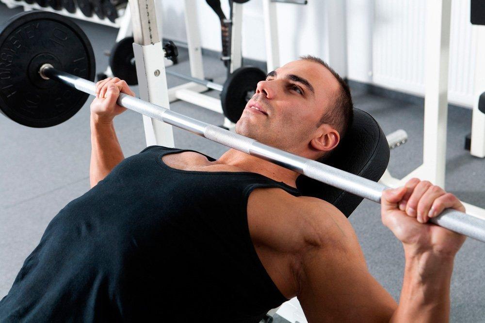 Базовые силовые фитнес-упражнения для прокачки мышц груди