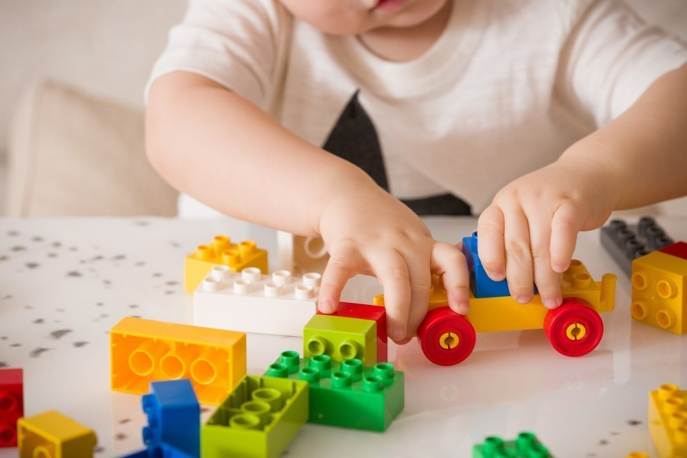 Игры на развитие сенсорных навыков у ребенка в возрасте одного-трех лет