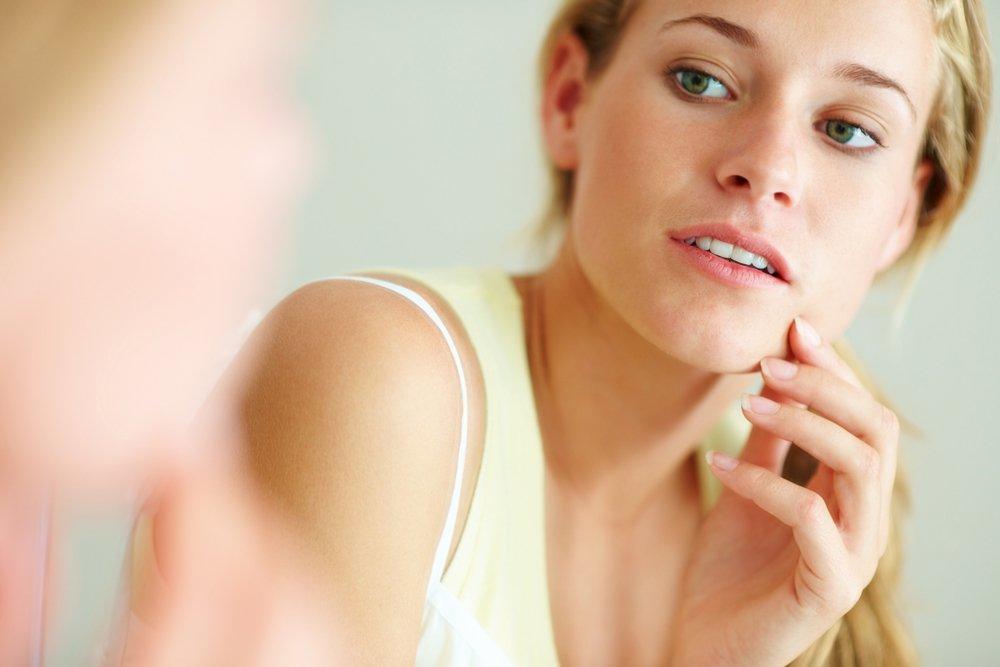 Причины повышенной жирности кожи на лице