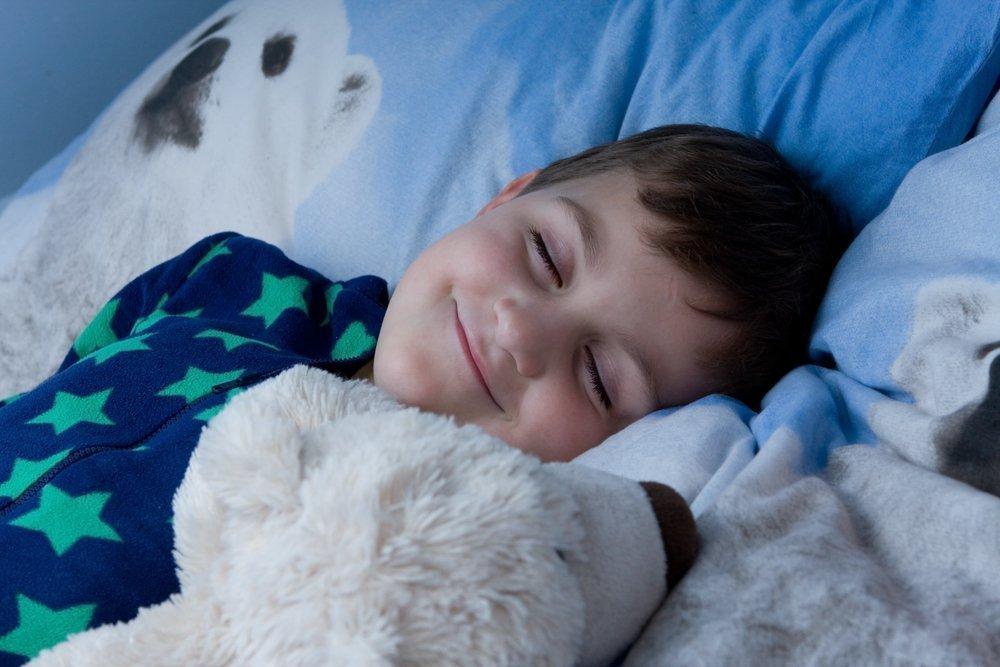 Убедитесь, что ребенок достаточно и спокойно спит