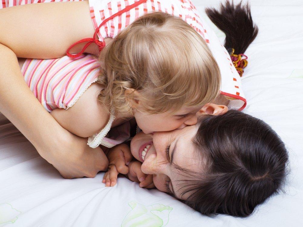 Малыш кусается — это закономерный этап психологии развития детей?