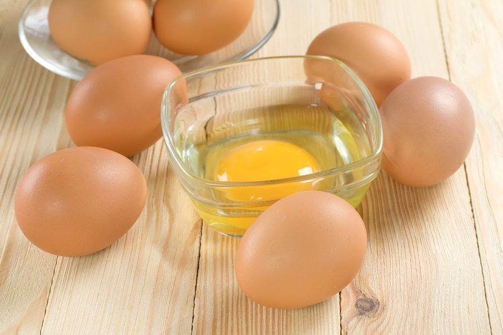 Яичные желтки для сильных и здоровых прядок