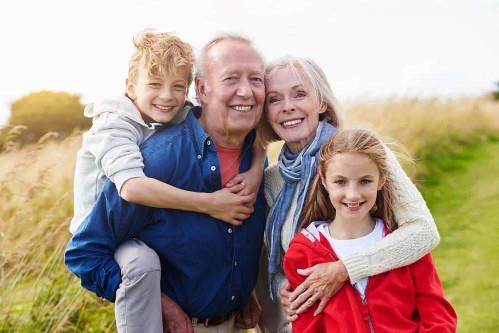 Бабушка и дедушка — надежные руки