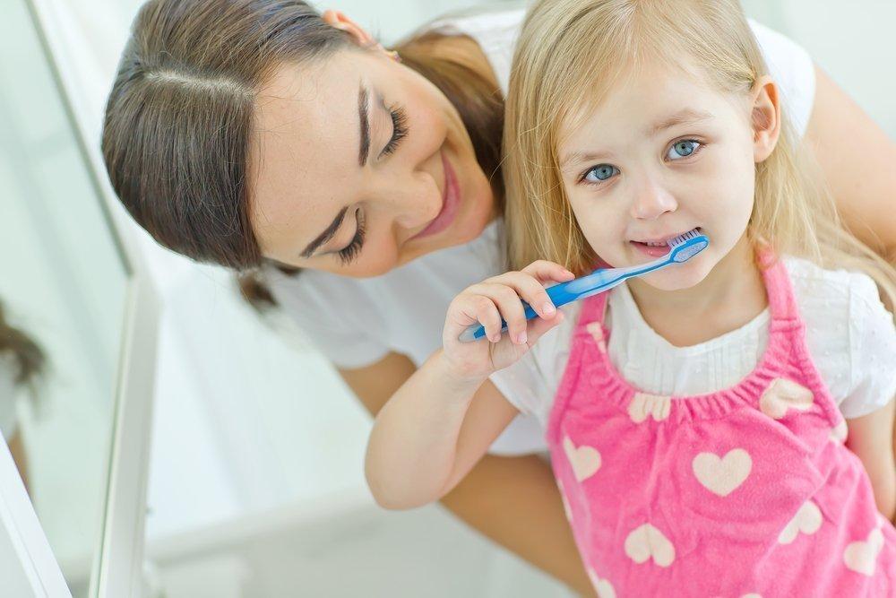 Когда ребенку нужно начинать чистить зубы