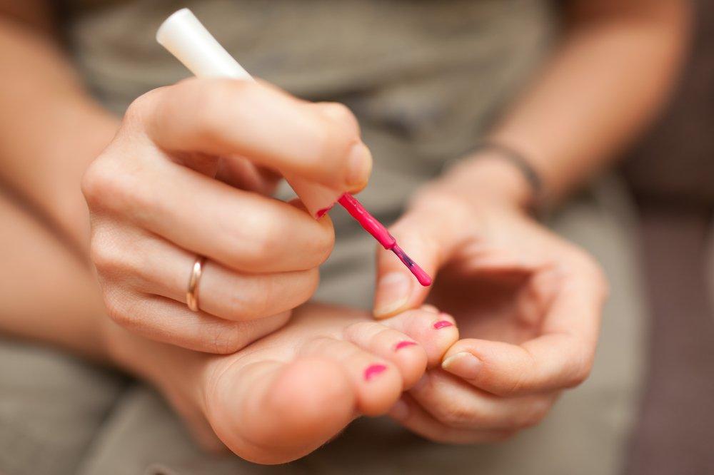 Педикюр для девочек: бережная забота о детских ножках