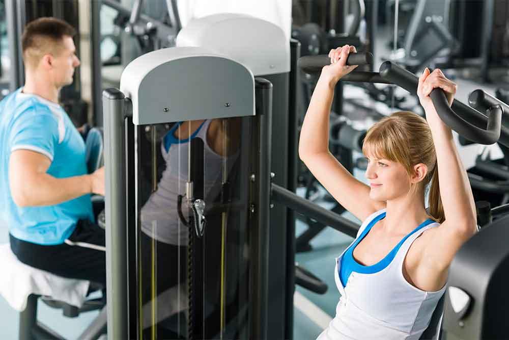 Жим в хаммере — эффективное упражнение для мышц груди