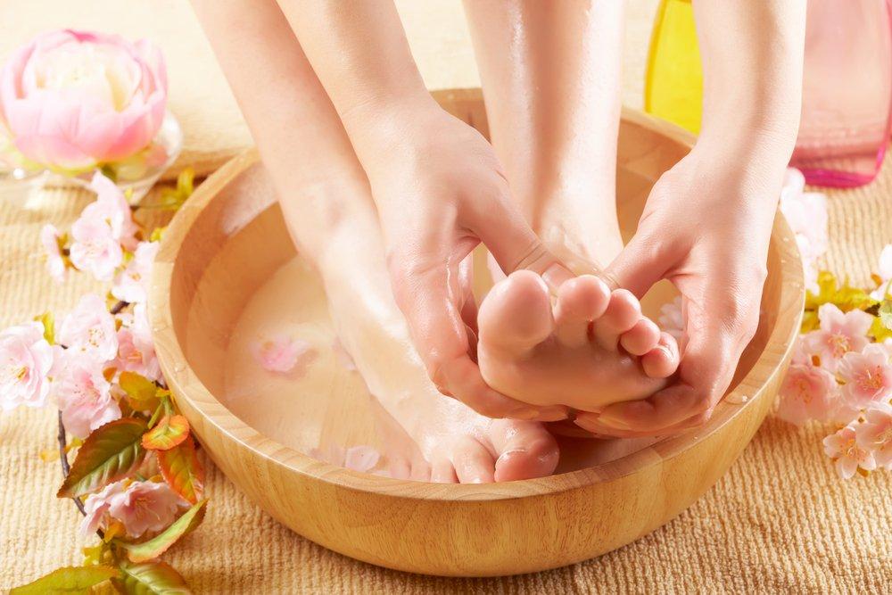 С какой целью используются содовые ванночки в уходе за кожей?