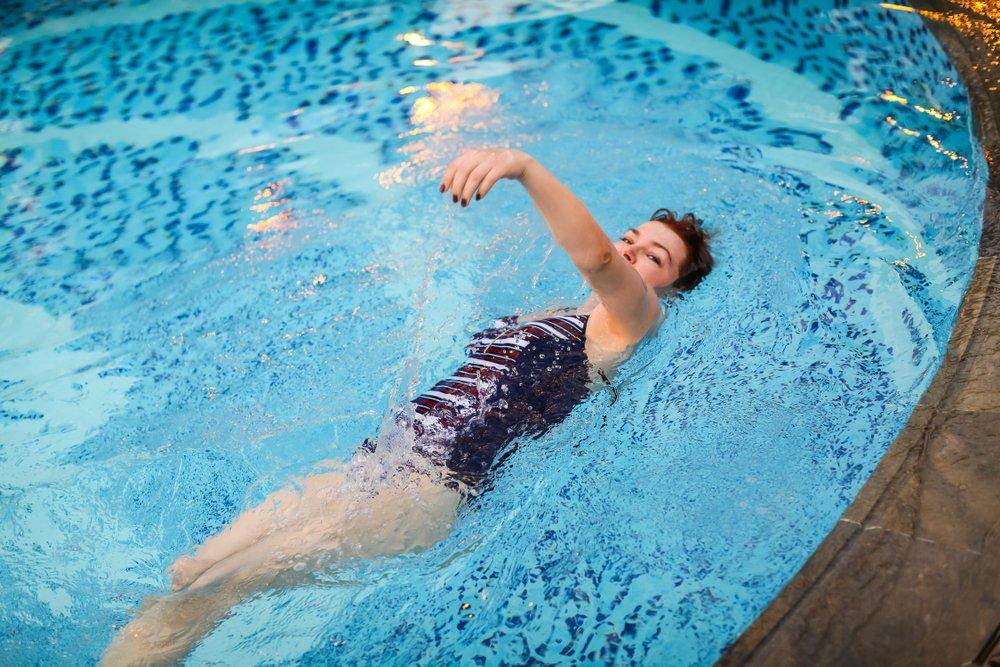 Физическая нагрузка при плавании брассом на спине