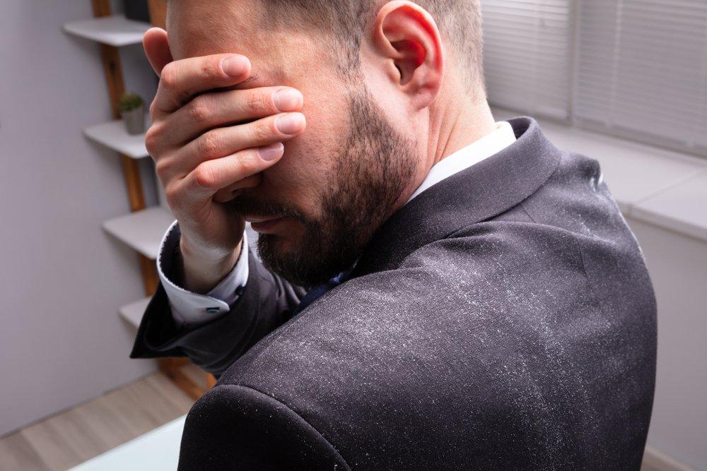 Перхоть вызывает выпадение волос
